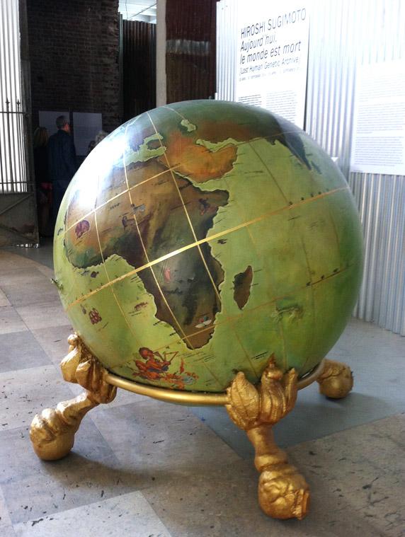 """Hiroshi Sugimoto, exposition """"Aujourd'hui, le Monde est mort"""" au Palais de Tokyo (photo G. Duprat)"""